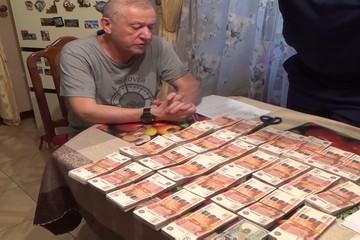 Хранил деньги в коробке из-под обуви: ФСБ опубликовала видео задержания экс-мэра Челябинска Евгения Тефтелева