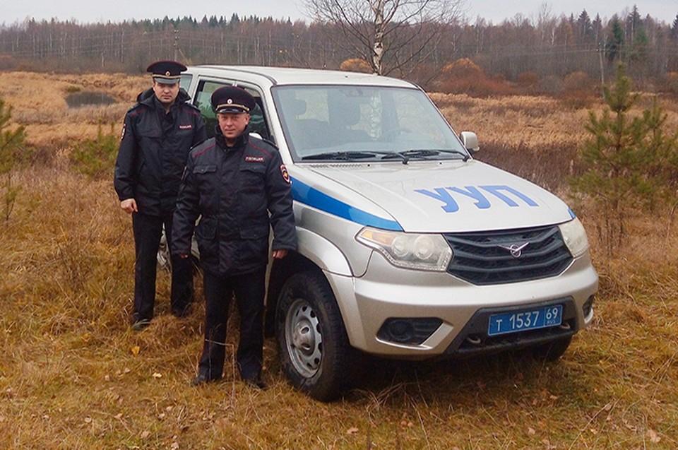 Полицейские восемь часов искали в лесу пропавшего мужчину Фото: УМВД России по Тверской области