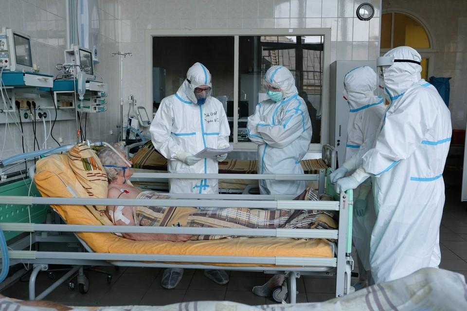 Найти места для больных у медиков получилось только после часа простоя у дверей минздрава.