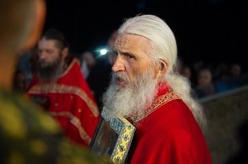 Следователи вручили отцу Сергию повестку на допрос, но старец ушел на карантин
