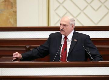 Лукашенко: В ближайшее время будут приняты меры о непризнании дипломов, которые получены за границей