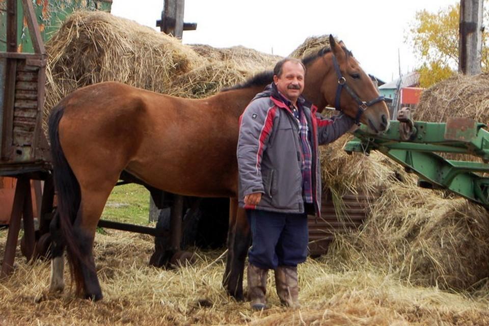 Умер камчатский депутат Михаил Пучковский, прославившийся тем, что пересел на коня из-за цен на бензин