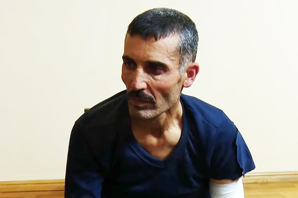 Алшхер поведал, что перед отправкой в зону боевых действий он прошел подготовку в специальном лагере, где с рекрутами работали турецкие инструкторы