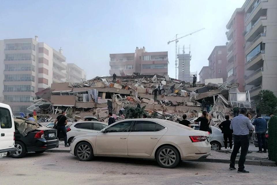 Число погибших в результате землетрясения в Измире увеличилось до 39