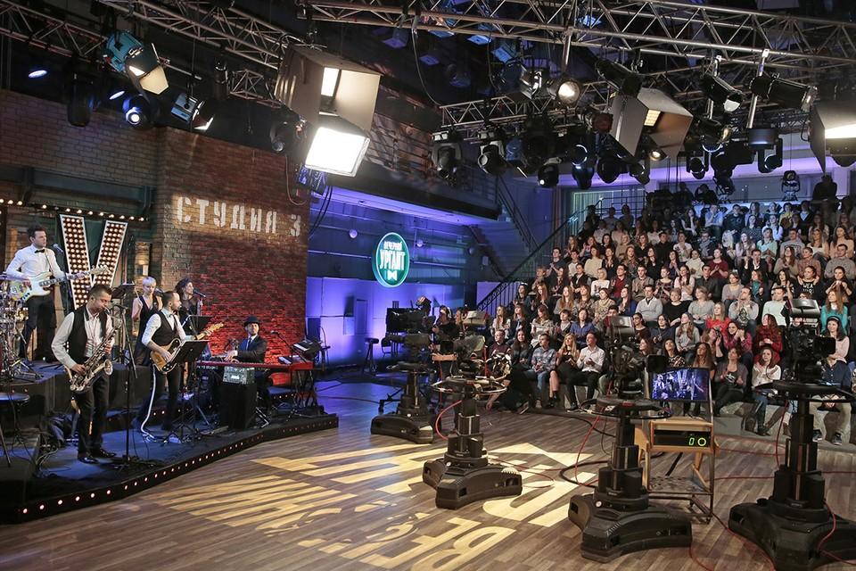 Во время съемки телешоу Первого канала. Фото: Михаил Метцель/ТАСС