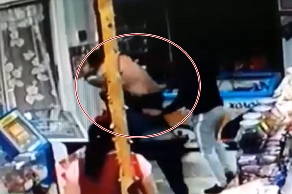 скриншот момента драки с видео