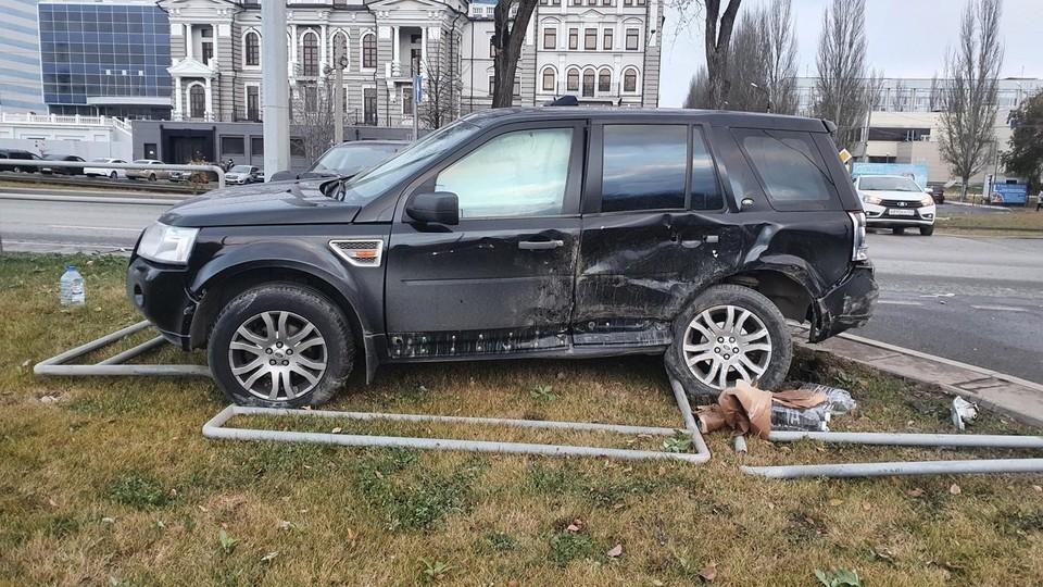 На Ново-Садовой внедорожник не пропустил легковушку. Фото - ГУ МВД России по Самарской области