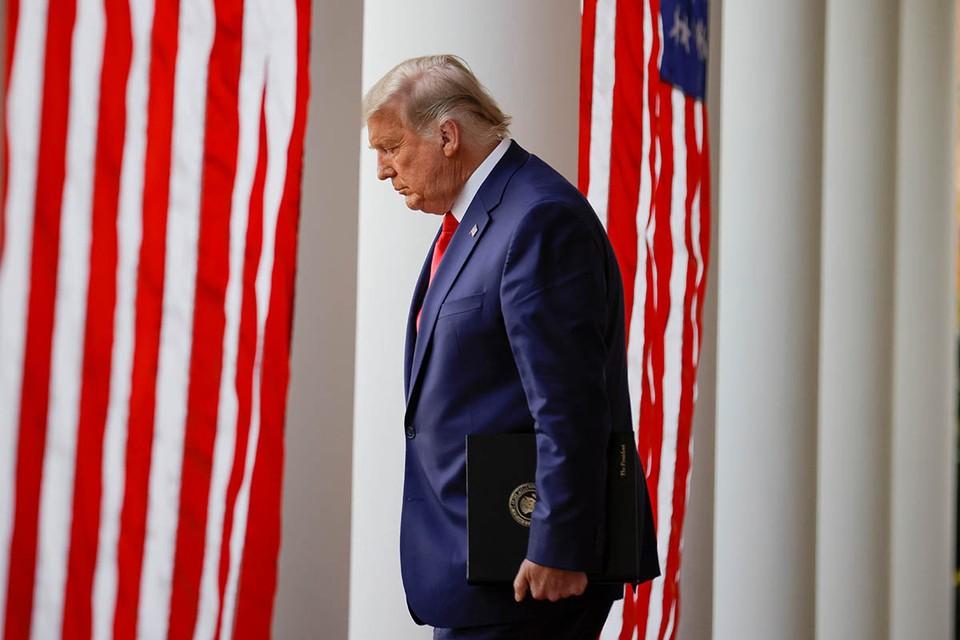 По мнению некоторых советников Трампа, медиакомпания Fox News, которую принято считать лояльной к консерваторам, перегнула палку, вызвала гнев президента и его готовность к ответным шагам.