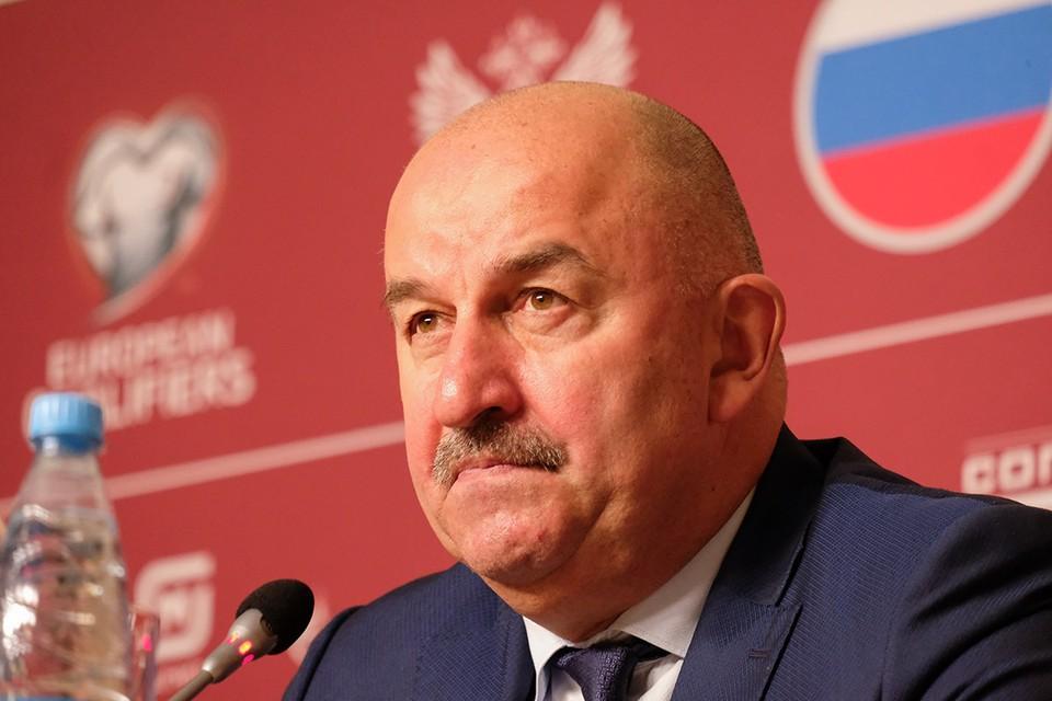 Глава тренерского штаба сборной России Станислав Черчесов перед матчем Лиги наций с командой Турции был сосредоточен и корректен.