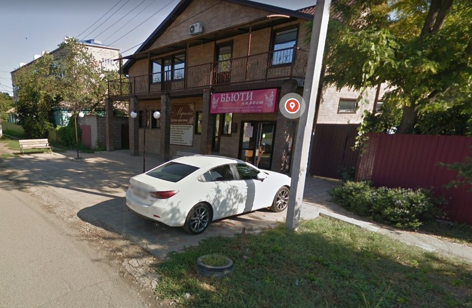 Возле этого салона красоты на бизнесмена и напали. Фото: google-карты