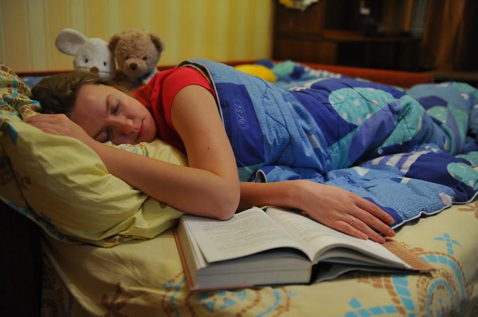 Врач сказал, сколько нужно спать человеку, чтобы не подхватить простуду
