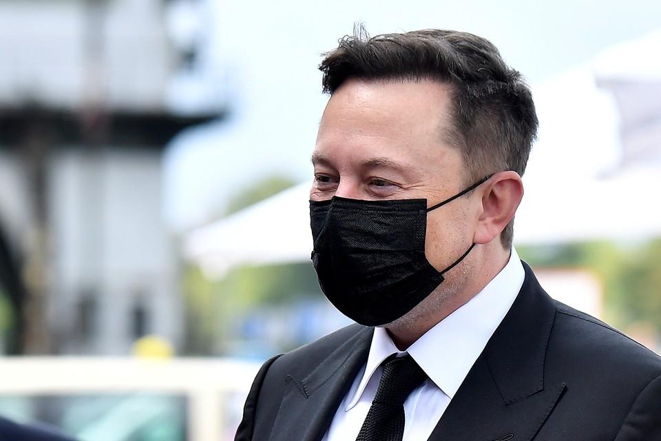 49-летний Илон Маск сдал сразу несколько тестов на COVID-19. Часть из них подтвердила болезнь, а вторая часть не подтвердила