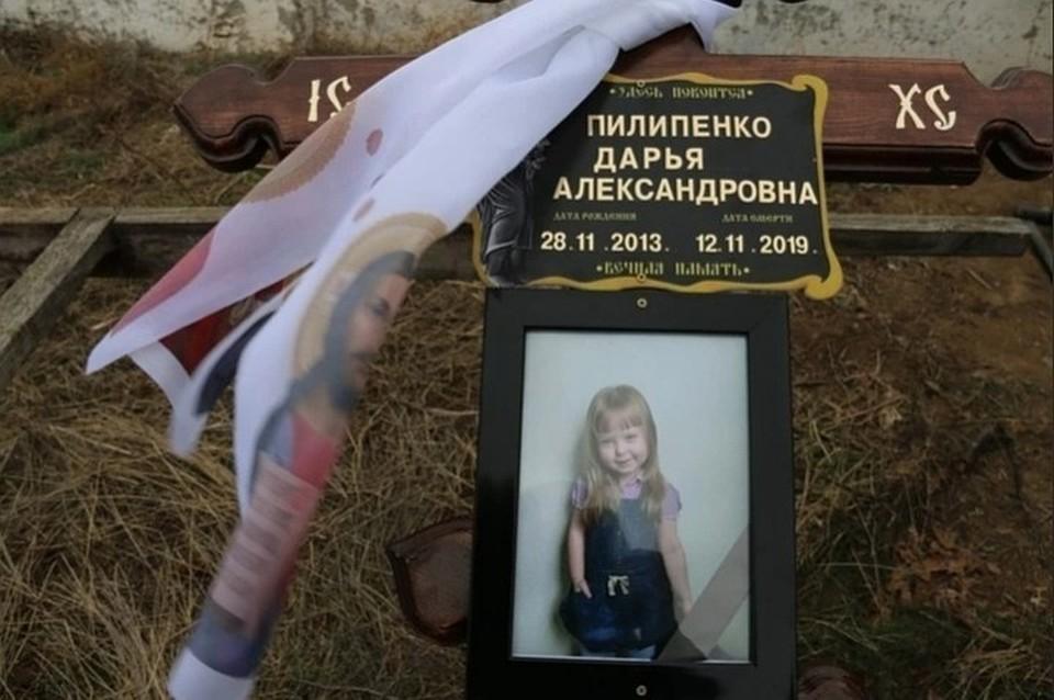 """Сразу на могилке был установлен крест. Фото: архив """"КП"""""""