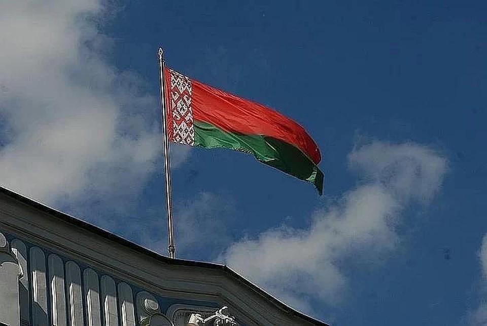 Неизвестные в Вильнюсе забросали картошкой посольство Беларуси