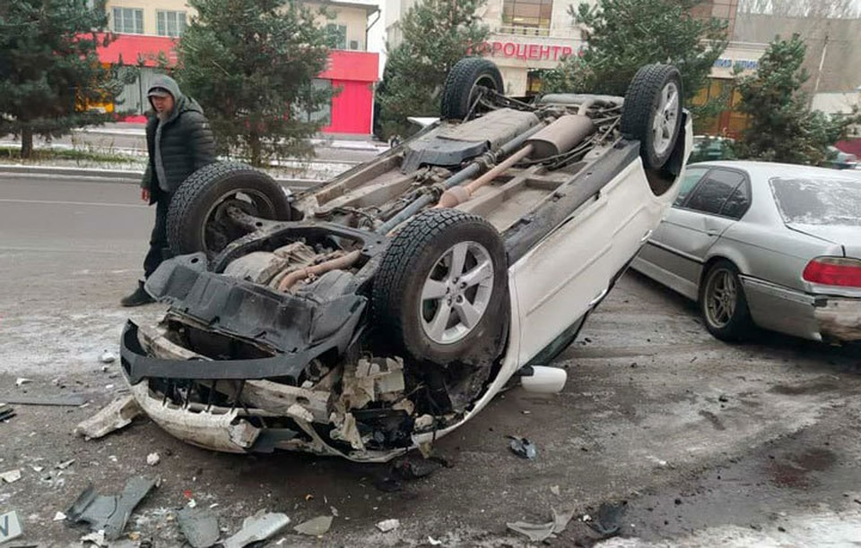 Очевидцы ДТП выложили в соцсети кадры с места аварии.