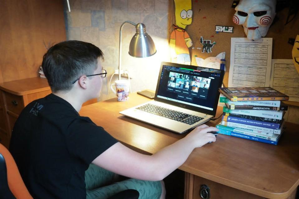 Слабовидящим детям в ярославской школе пообещали купить учебники