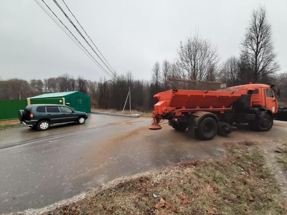 На тульские дороги израсходовали около 1000 тонн противогололедных материалов