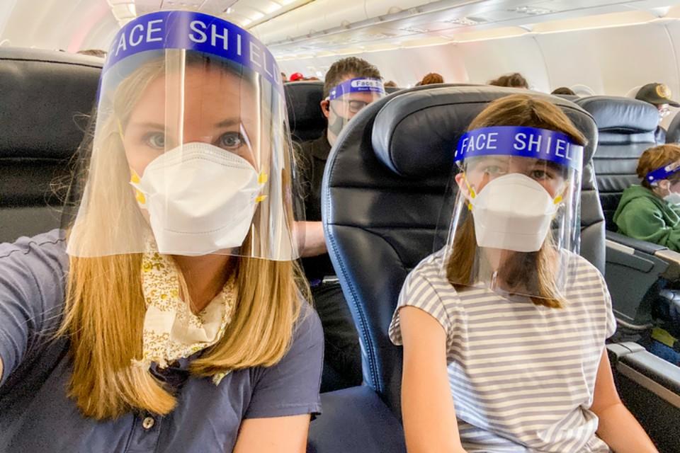 В полете себя надо защищать от вируса. Фото thepointsguy.com.