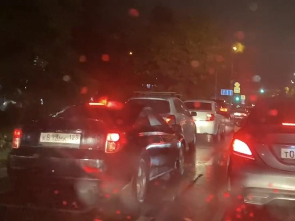 Последствия дождя в Краснодаре: на улицах города потопы и пробки
