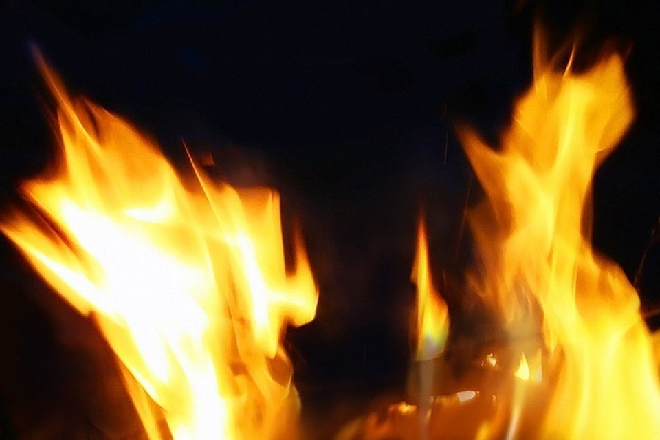 Огонь вспыхнул в частном доме.
