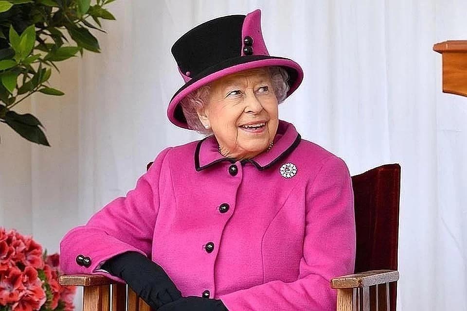 Королева Англии  выпустила свою  марку джина