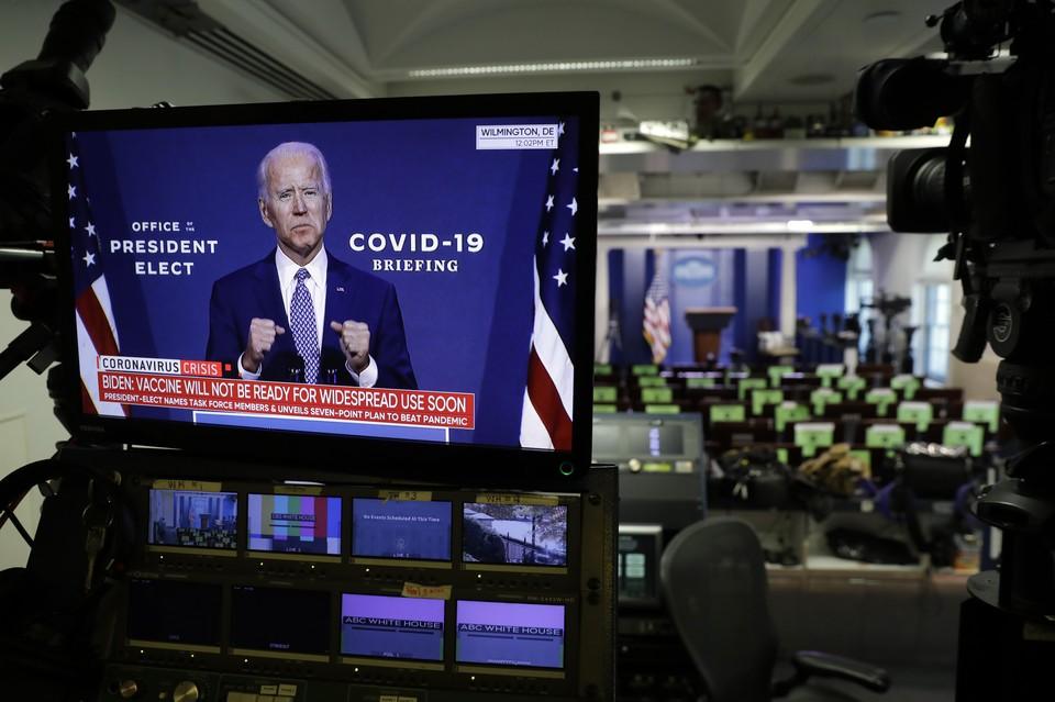 Ранее Дональд Трамп распорядился начать процедуру передачи власти команде Джо Байдена