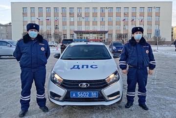 Проезжали мимо: на Урале два инспектора ДПС спасли на пожаре пожилую супружескую пару