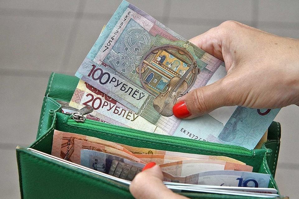 По сравнению с сентябрем зарплата увеличилась на 20,5 рубля.