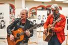 Гитарист группы «Сектор газа» сыграл в воронежском торговом центре