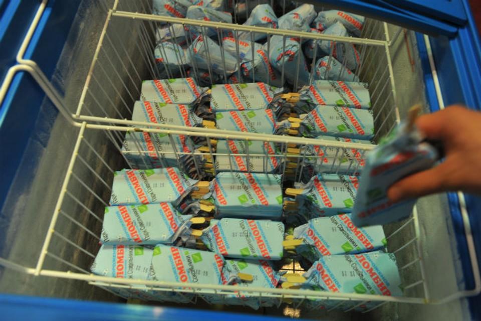 В ответ на требование продавца расплатиться за эскимо хулиган бросил мороженое женщине в лицо