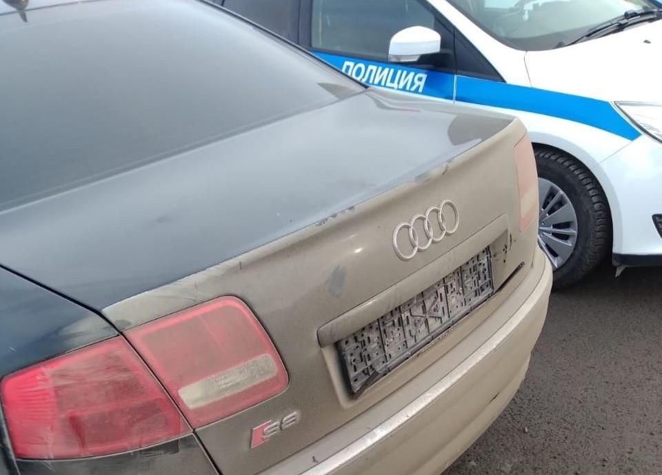 В Тюмени автоинспекторы задержали странного водителя. Фото - ГИБДД Тюменской области.