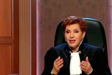 В Москве ведущую популярной телепередачи «Час суда» признали мошенницей
