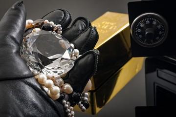 Европейские следователи так и не смогли найти похитителя бриллиантов