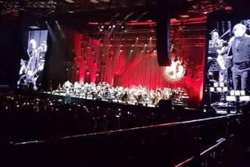 """Группа """"Би-2"""" собрала тысячи фанатов на концерте в Санкт-Петербурге"""