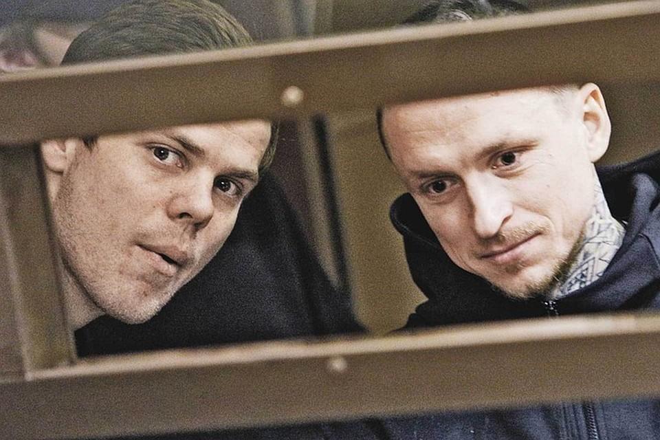 В октябре 2018 года Кокорин-Мамаев с дружками после гулянки в ночном клубе отлупили на улице незнакомого водителя, а затем, в кофейне, - чиновника Дениса Пака