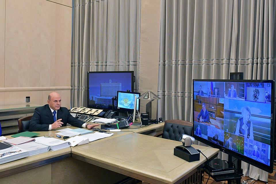 Михаил Мишустин также рассказал о расширении списка услуг, предоставляемых в МФЦ