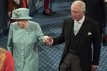 Королева Елизавета II может передать престол сыну