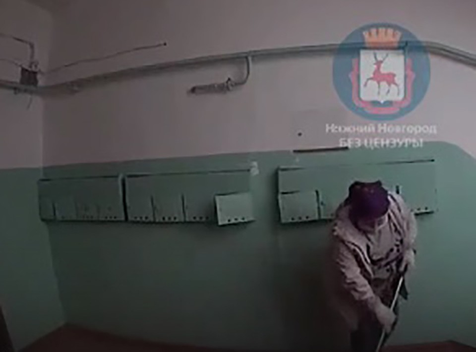 """В Сарове рассказали, зачем уборщицы устроили фотосессию в подъезде. ФОТО: """"Нижний Новгород. Без цензуры"""""""