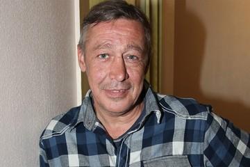 Что скрывает Михаил Ефремов: графолог разобрал письмо актера из заключения