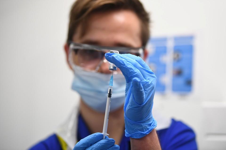 В Великобритании началась вакцинация от коронавируса препаратом Pfizer/BioNTech.