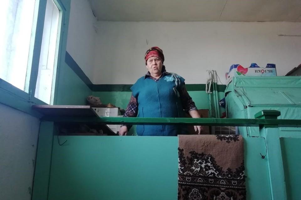 Пожилых жителей Южно-Курильска выселили из новой квартиры обратно в аварийную