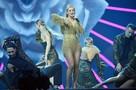 Звезды на «Золотом граммофоне»: Лорак и Гагарина в одинаковых платьях, Билан в костюме маляра и декольте исхудавшей Долиной
