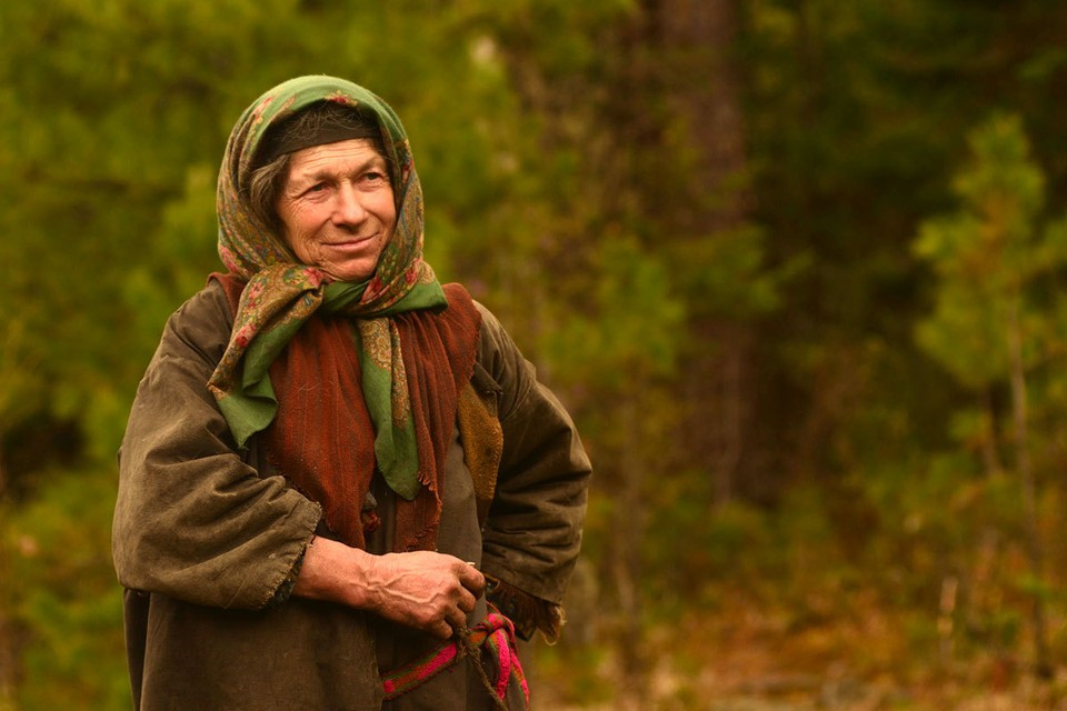 Агафья Лыкова уже много лет живет одна в труднодоступной местности верховьев реки Абакан в Хакасии.