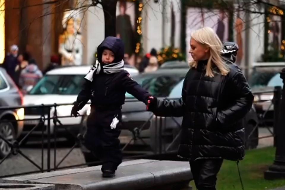 После развода с Кержаковым Милана воспитывает их общего сына одна.