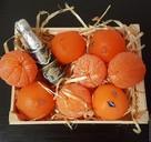 «Много нас, а он один»: в канун Нового года томичи всем фруктам предпочитают мандарины