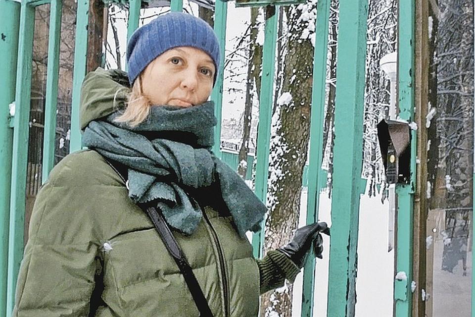 Оксана Романова - художница, работает с детьми, обычная женщина без вредных привычек, нигде на учетах не состоит. Но тем не менее, дочь ей вернуть отказываются
