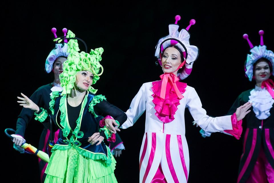 Мюзикл полон веселых и легко запоминающихся мелодий и искрометных танцев. Фото: Филармония Кузбасса