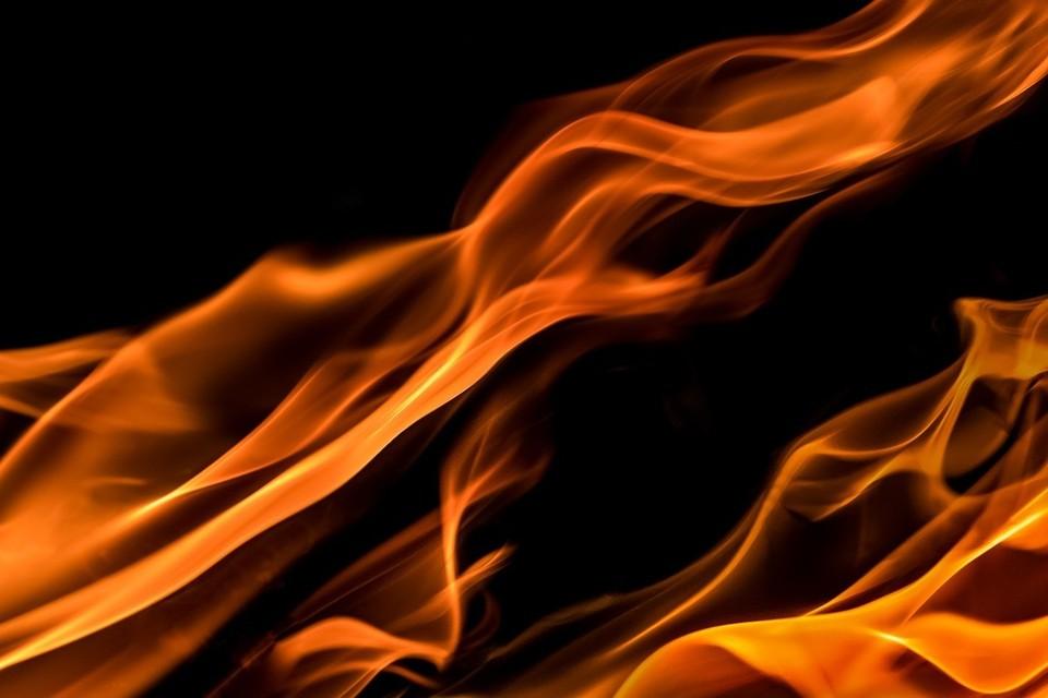 В ночь на 30 декабря на улице 4-я Проходная во Владивостоке произошел крупный пожар