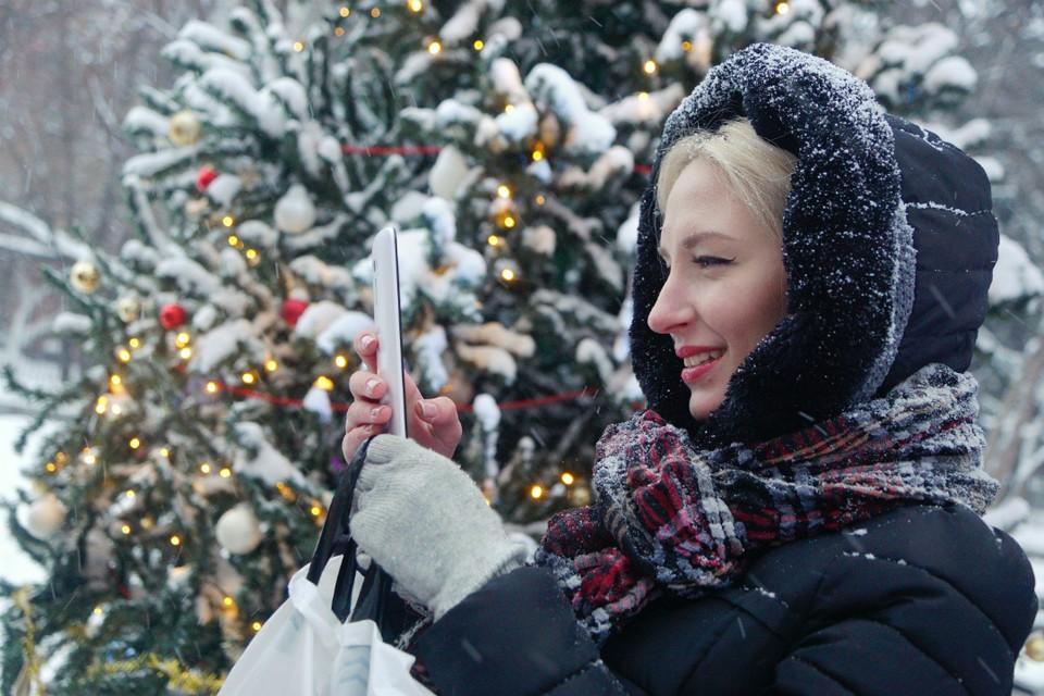 Погода в праздничную ночь обещает быть снежной, но почти не холодной.