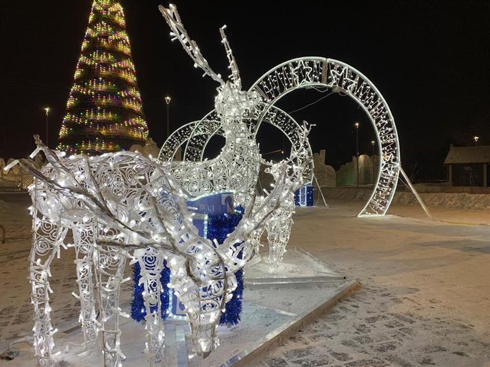 Новогодние световые инсталляции появились в Советском районе Красноярска. Фото: мэрия Красноярска.